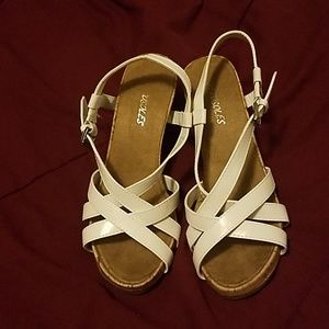 Super cute comfy wedge White Aerosoles sandals.